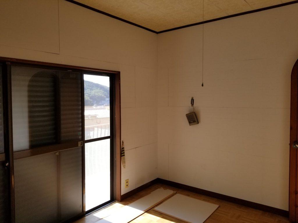 寝室の壁紙の施工前