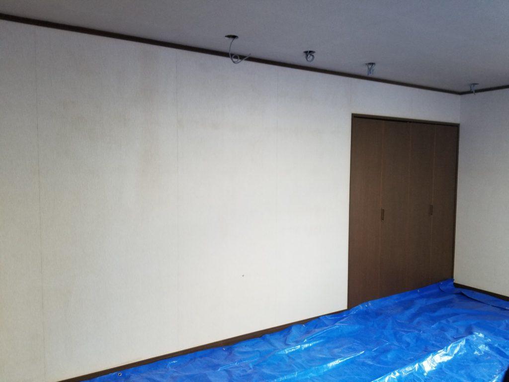 ダイニングの壁紙の施工前