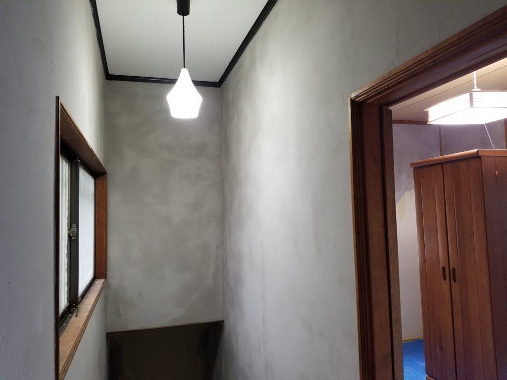 内装壁リフォームの施工中